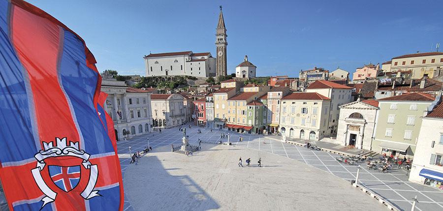 Main square in Piran.jpg